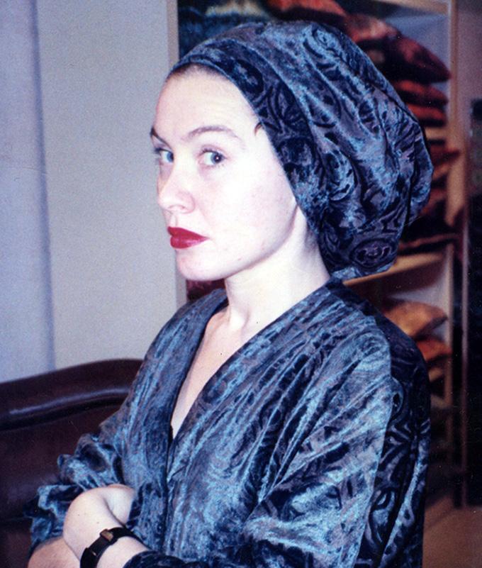 Emma Gaggio - venetian luxury fabrics - photo portrait